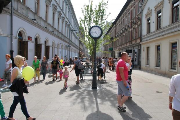 ul. 6 Sierpnia w Łodzi - pierwszy woonerf w tym mieście (fot. Wikimedia Commons)